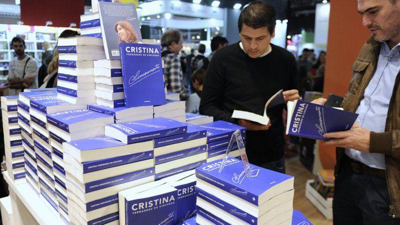 Bonadio quiere embargar las regalías del libro de Cristina