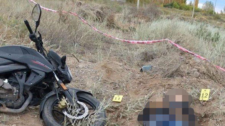 Un hombre se cayó de su moto y murió frente al Parque Industrial de Senillosa