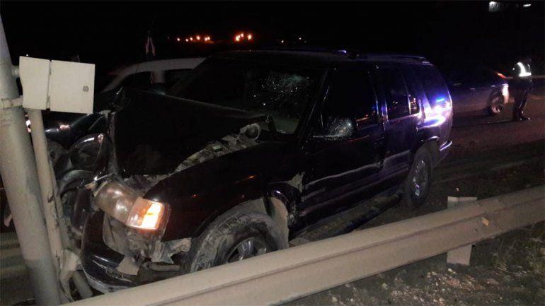 Violento accidente: una camioneta chocó de frente contra un poste de luz en la Ruta 7