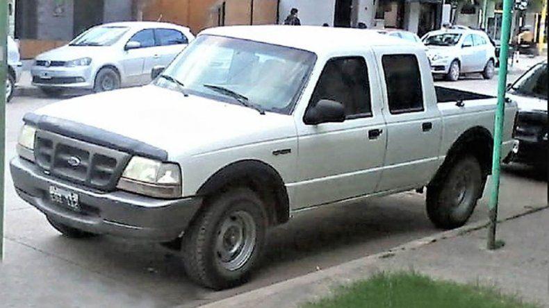 Roban camioneta en Cipo y asaltan el Yaguar de Roca