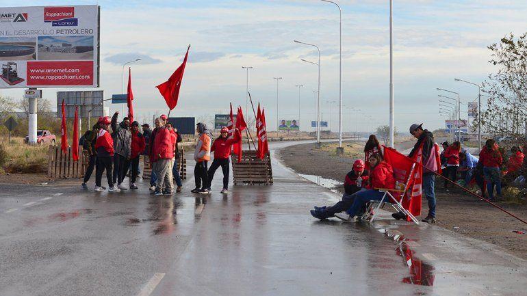 Ceramistas cortan la Ruta 7 por un reclamo al gobierno provincial y hay caos de tránsito