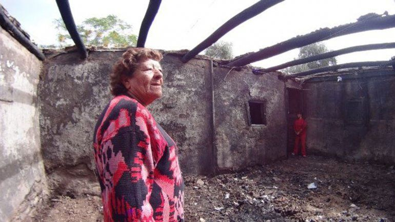 Una jubilada perdió todo en un incendio por usar velas al no poder pagar la luz