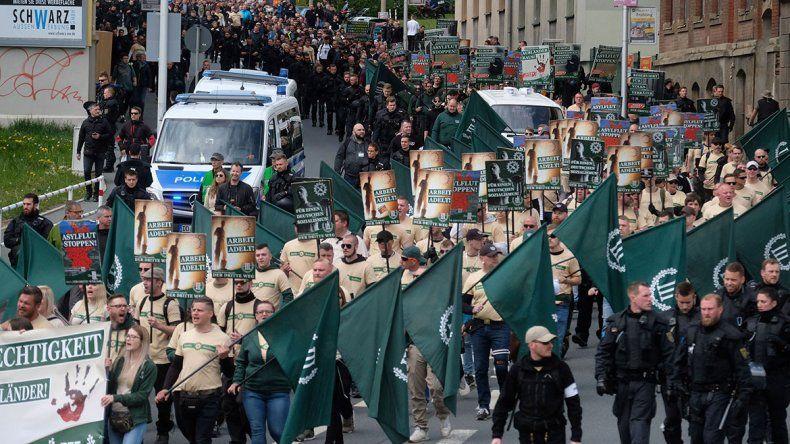 Un desfile neonazi armó un revuelo en Alemania
