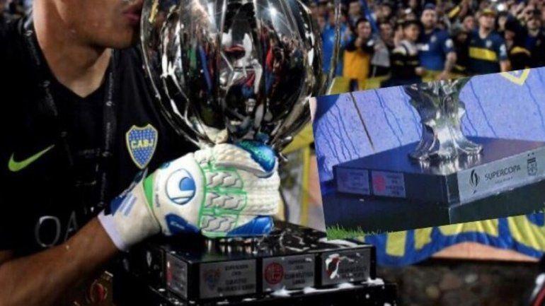 Boca quitó la chapa de River del trofeo y se armó la polémica