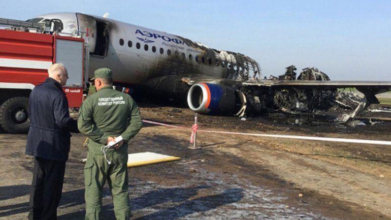 Investigan al piloto del avión ruso que se incendió