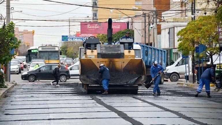 Caos de tránsito por las obras en calle Sarmiento