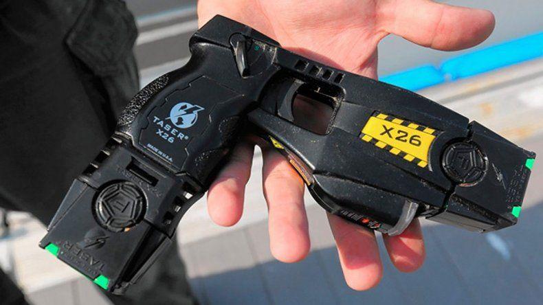 Nación reglamentó el uso de pistolas taser en trenes y aeropuertos