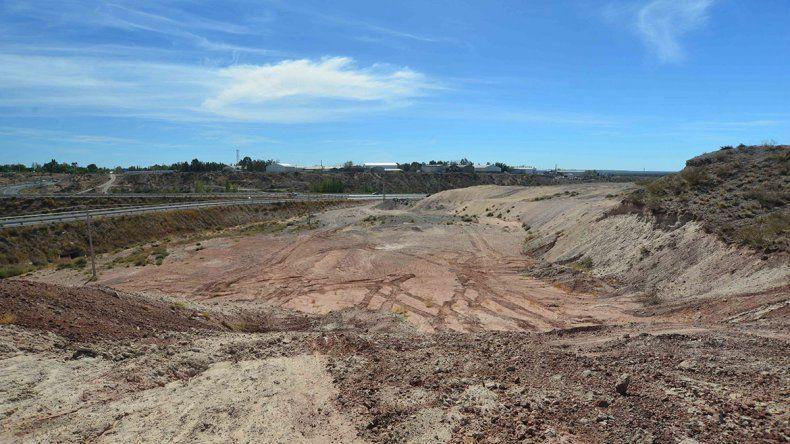 Tercer puente: la Fiscalía de Ambiente desestimó una denuncia por cantera ilegal en la barda