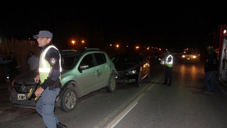 Centenario: tres autos protagonizaron un choque en cadena en la rotonda