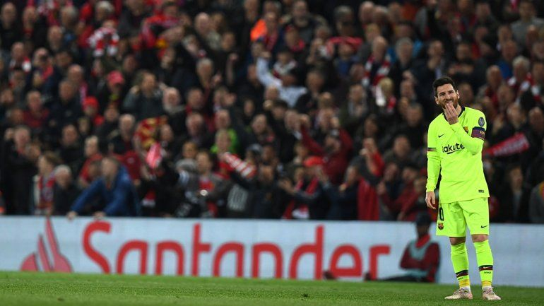 Hinchas del Barcelona insultaron a Messi en el Aeropuerto y él les respondió