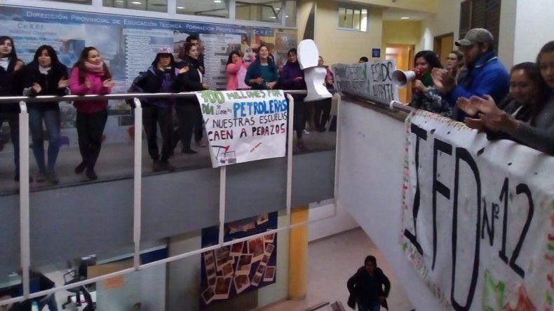 Estudiantes del IFD N° 12 reclamaron que se concluya obra de ampliación