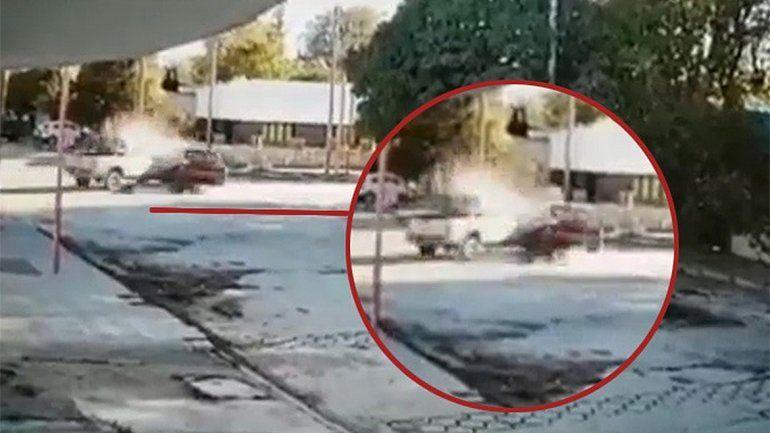 Chocó a una camioneta y abandonó a otro conductor que resultó herido