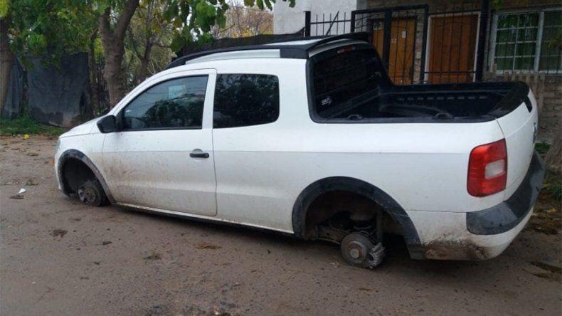 De mal en peor: el año pasado le robaron la camioneta y ahora lo atacaron los robarruedas
