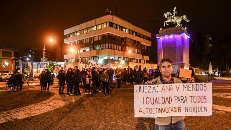 Rechazaron el amparo colectivo de los planes de ahorros y se manifestaron: La gente no sabe si comer o pagar el auto
