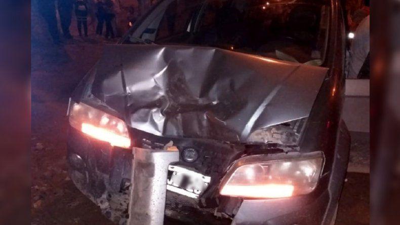 Un conductor resultó herido en un choque entre una camioneta y un auto