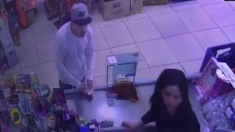 Aterrador: simuló ser cliente y baleó a la cajera de un supermercado
