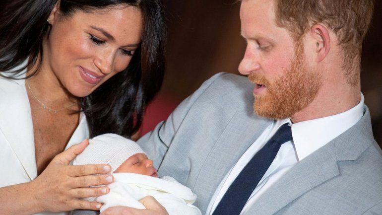 Locutor se burló del bebé real y lo despidieron de la BBC