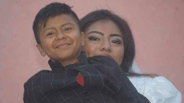 Parece niño pero tiene 19 años y se casó en Acapulco