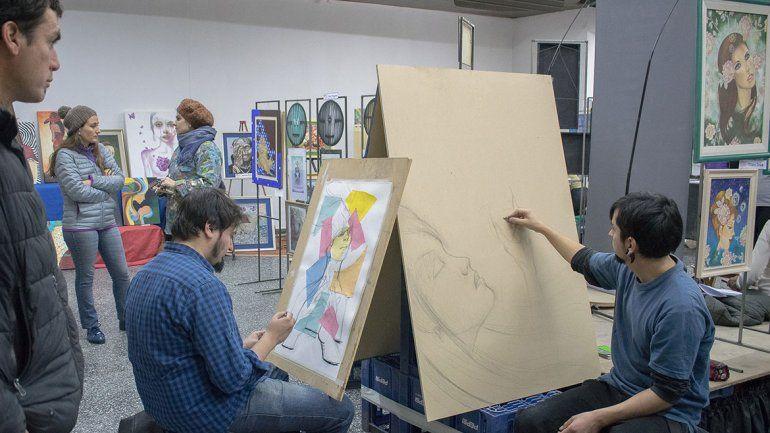 Zapala tuvo una variada y colorida feria de arte