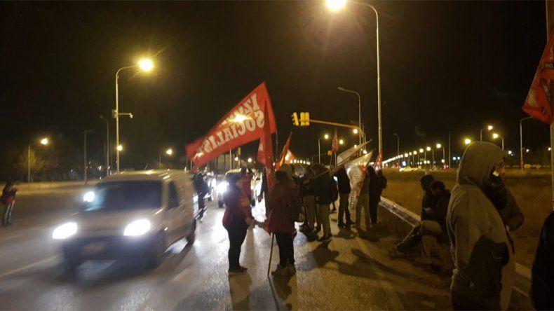 Volantean en la Ruta 7 para reclamar por la seguridad de los petroleros