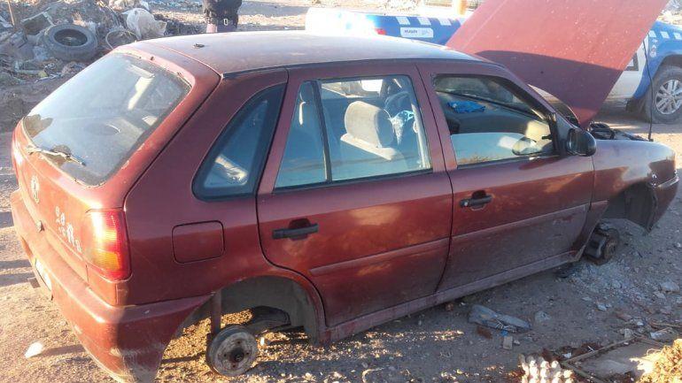 Denunciaron el robo de un auto en pleno centro y lo encontraron desmantelado en el oeste