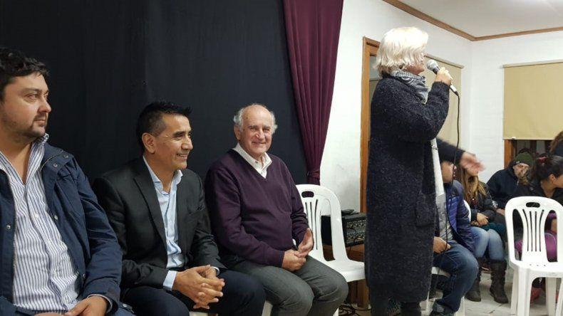 Parrilli pide calma a ansiosos con el traje de candidato
