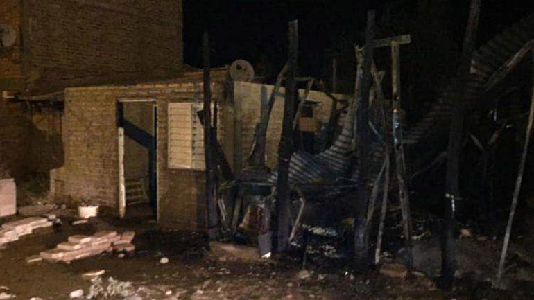 El fuego causó daños totales en una casa de Añelo