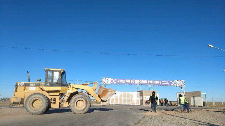 Llegó el asfalto al acceso del autódromo y barrios