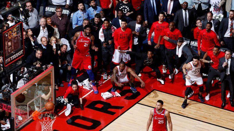 La impresionante jugada que definió a un finalista de la NBA en el último suspiro