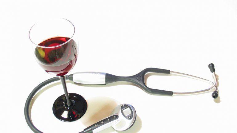 Tomar una o dos copas de vino por día hace bien