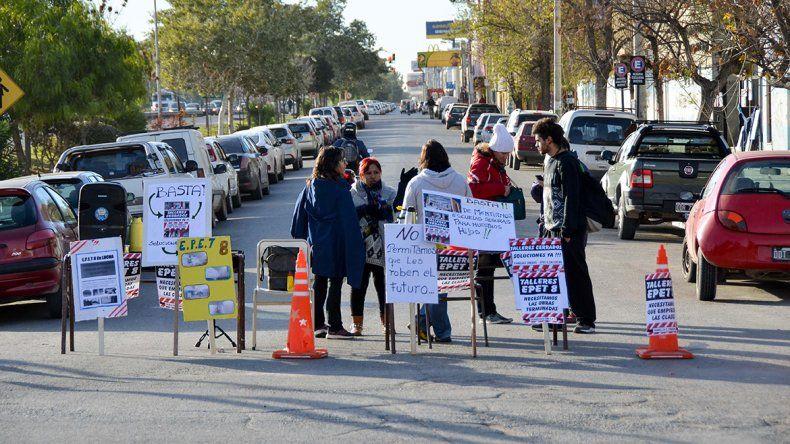 Se abre un frente de conflicto por las escuelas paradas