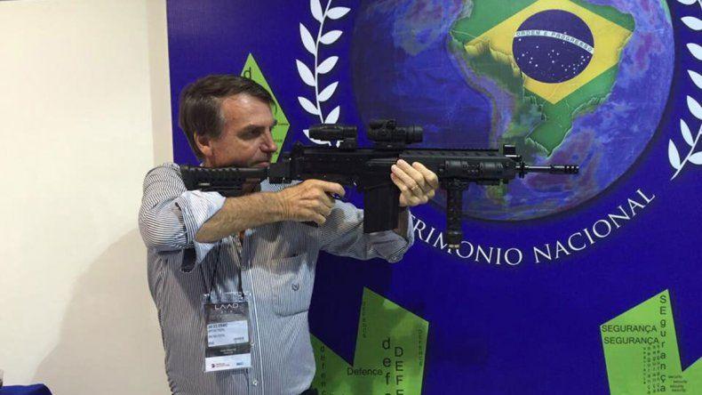 Jair Bolsonaro: Si alguien entra a mi casa, yo le meto bala