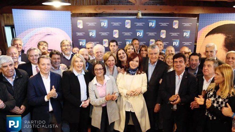 Cristina se sumó a la cumbre del PJ y se especula con la unidad