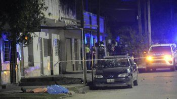 tucuman: lapidaron a un drogadicto en plena calle