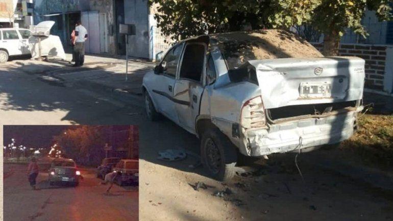 Chocó a un auto estacionado y atropelló a su dueño: Me llevó media cuadra en el capot