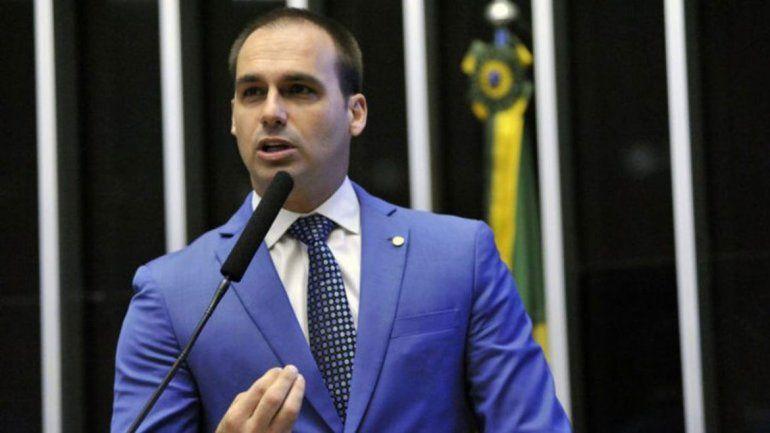 Hijo de Bolsonaro está a favor de las bombas atómicas