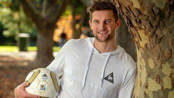 un futbolista salio del closet en australia