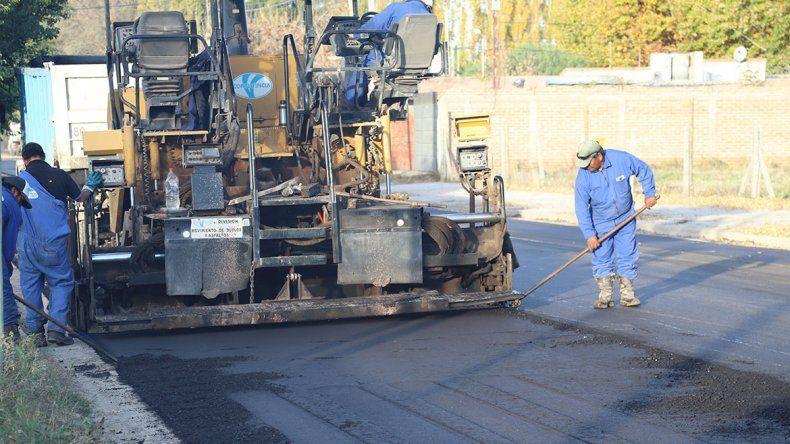 Cordineu financia el asfalto de calles en Confluencia