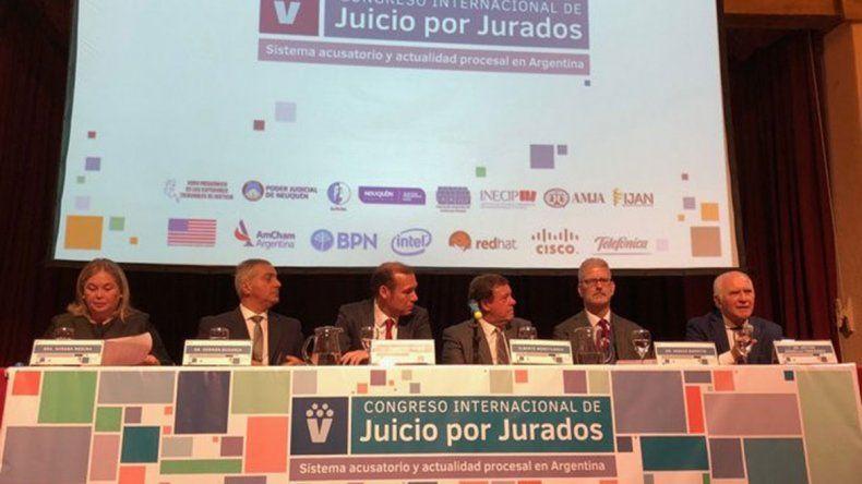Comenzó en La Angostura el quinto Congreso Internacional de Juicios por Jurados