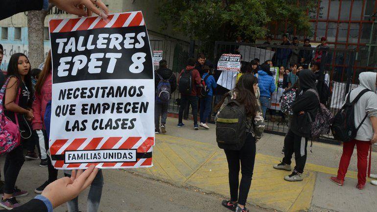 Los alumnos de la EPET 8 protestaron y suspenden clases