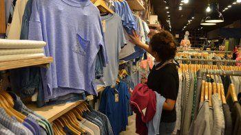 segun los comerciantes,  el consumo viene en baja