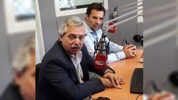Alberto Fernández y Darío Martínez, durante su visita en LU5.
