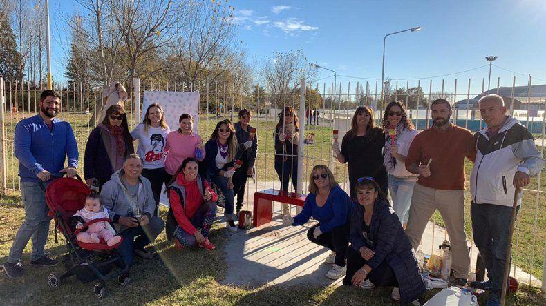Pintaron un banco rojo en el parque de Valentina para concientizar sobre la violencia de género
