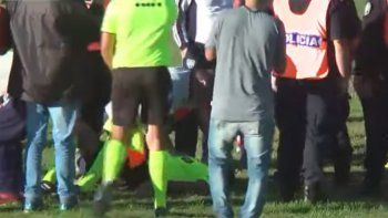 video: suspendieron la final del regional amateur por una agresion al arbitro del partido