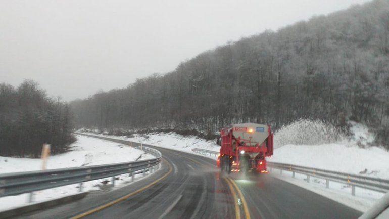 La nevada del finde obligó al uso de cadenas en los pasos fronterizos