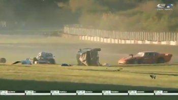 tragedia en el galvez: auto fuera de control atropella y mata a un auxiliar de pista