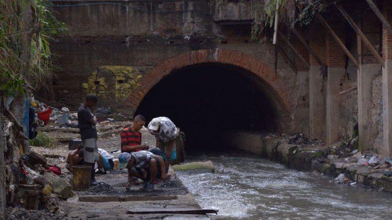 Venezuela: buscan oro en las cloacas para sobrevivir