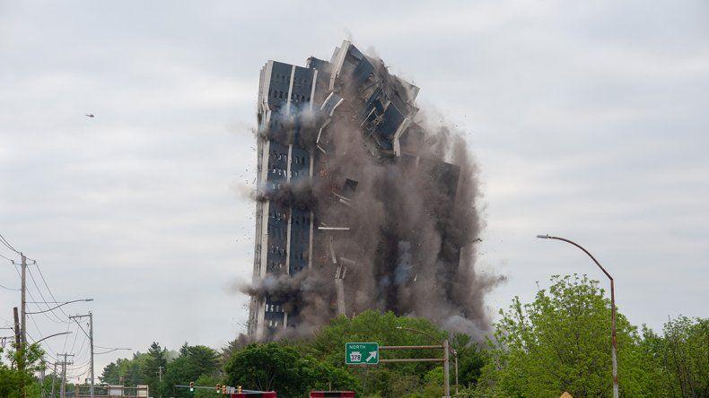 Derrumban un icónico edificio en EE.UU.