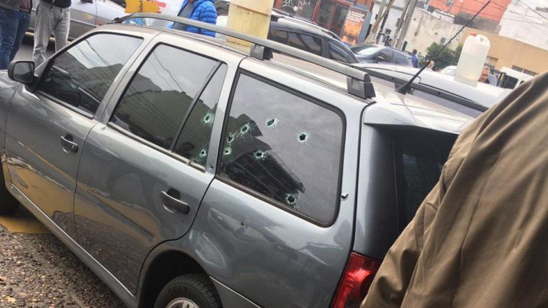 Iban a depositar y los asaltaron a tiros: 4 heridos
