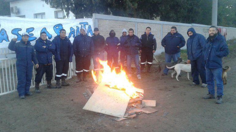 Los trabajadores de la planta Tronador reclaman estabilidad con un piquete